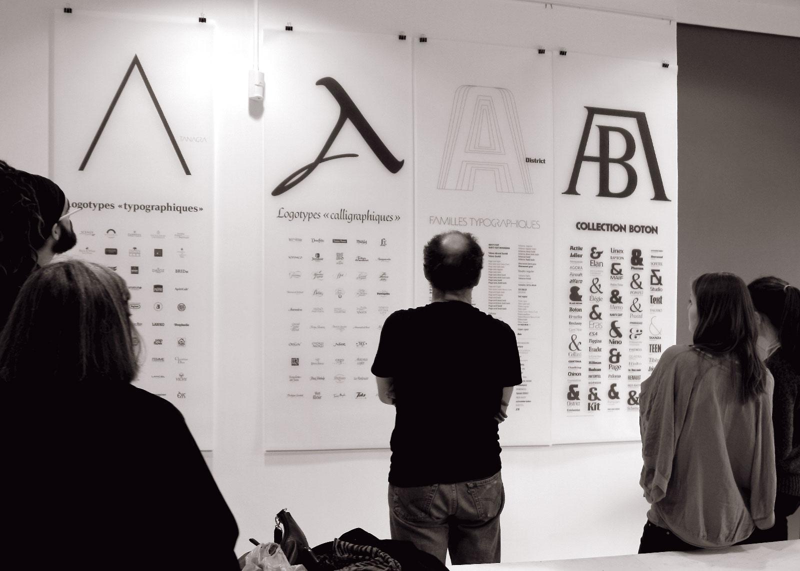 Accrochage, logotypes et familles de caractères, 26 novembre 2012 (photo Albert Boton).