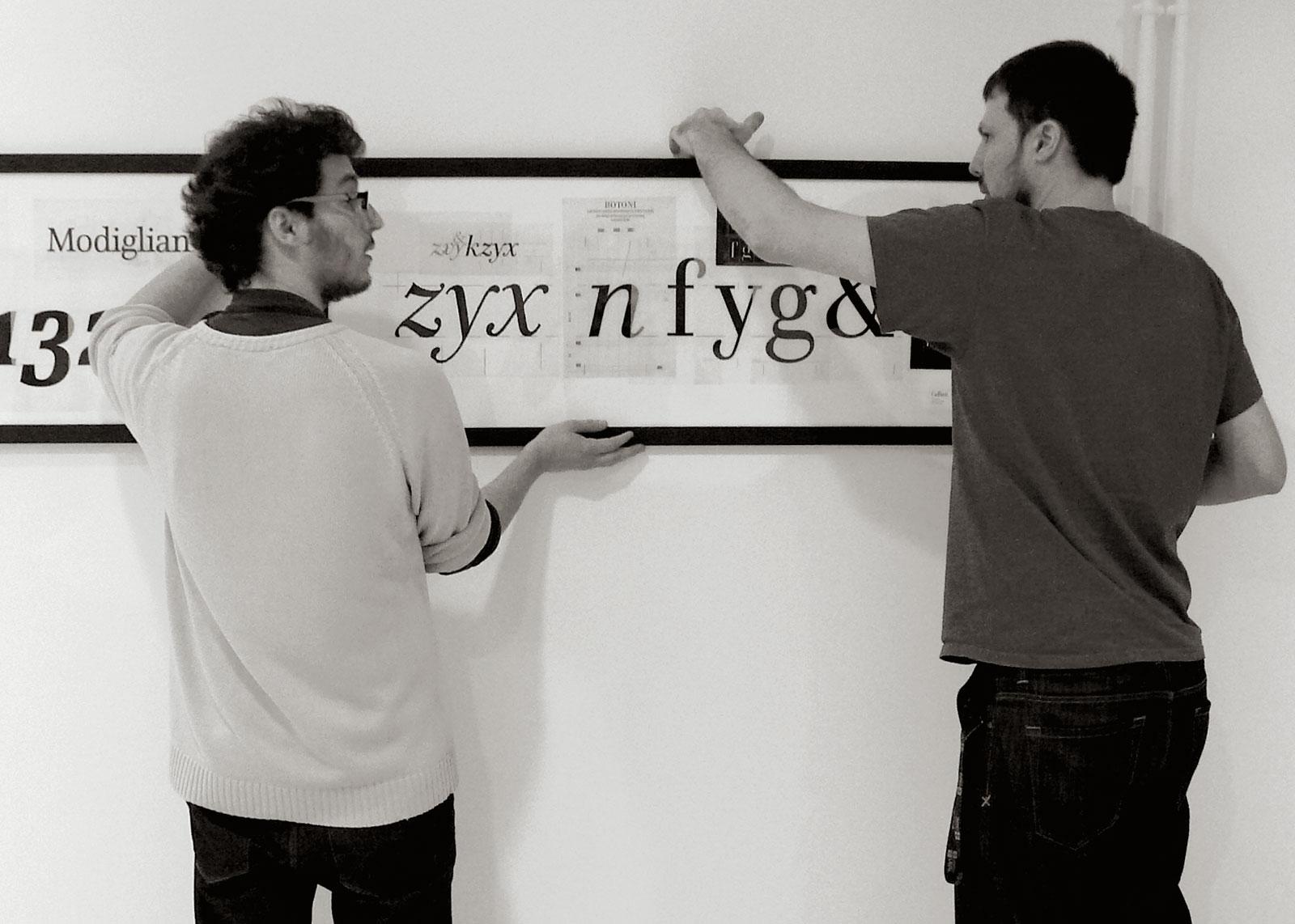Accrochage, originaux du caractère Cellini. Thierry Fétiveau et Mike Sabbagh, 26 novembre 2012 (photo Olivier Nineuil).