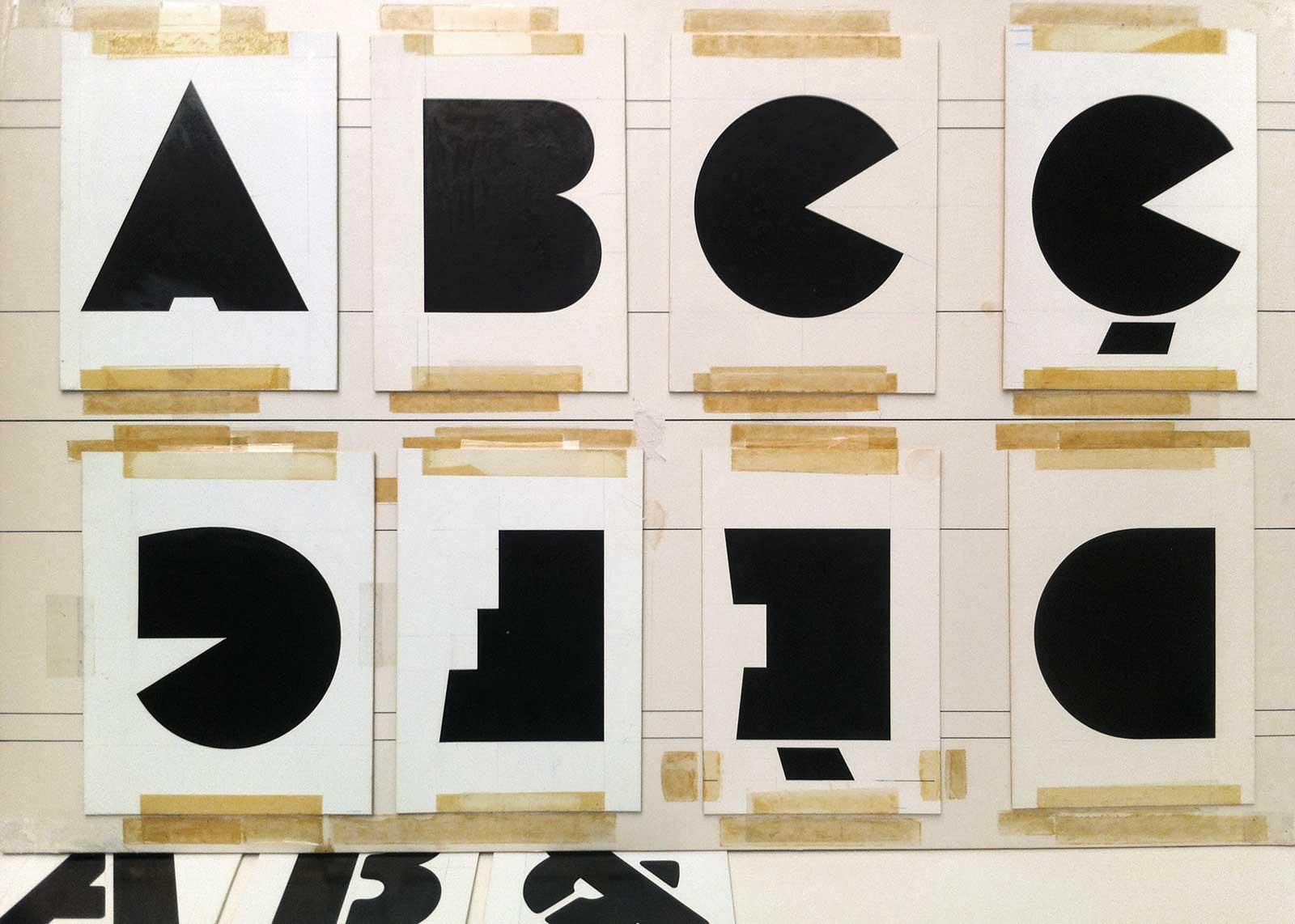 On découvre encore des archives ! Dessins originaux du caractère « Black Boton », encre sur carte à gratter (1970). Chez A. Boton, Vernon.